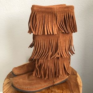 Minnetonka tall fridge leather boots
